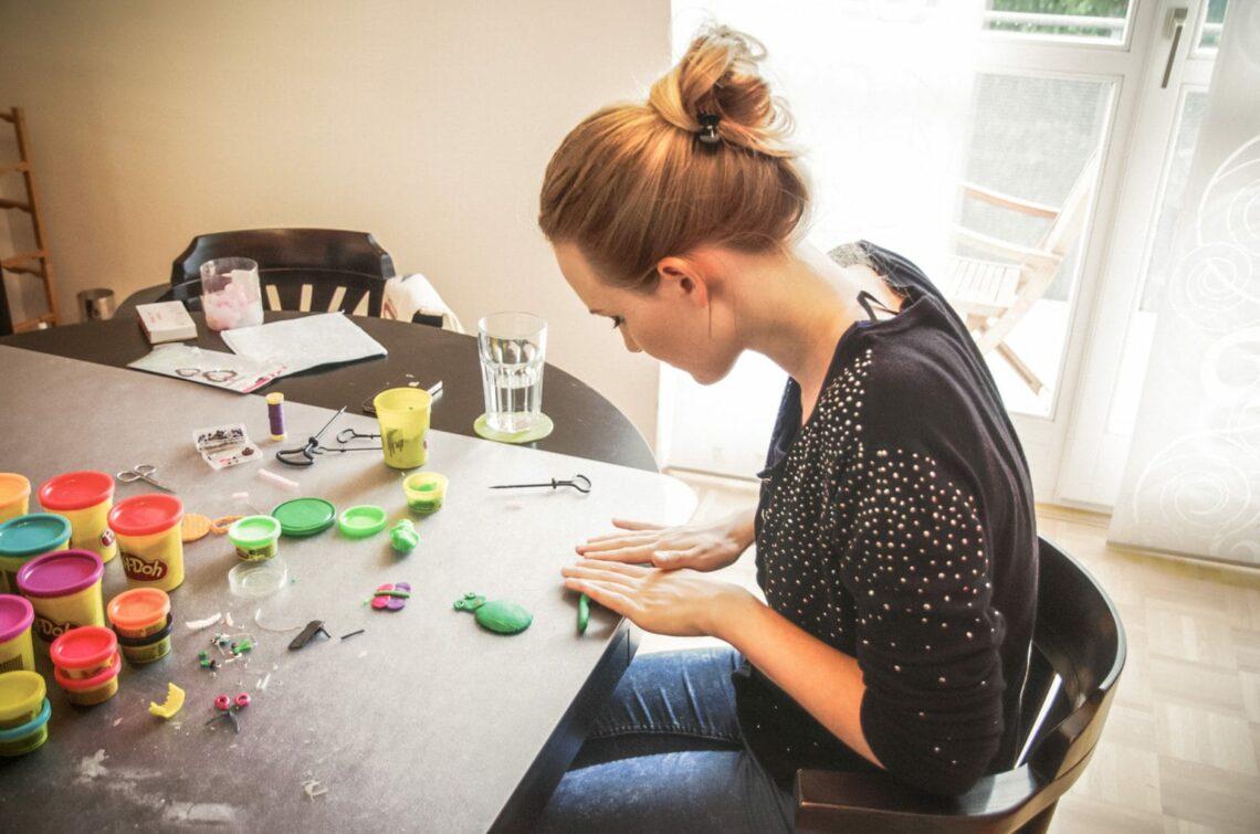 Illustration Plasticine making of Flora Bacher