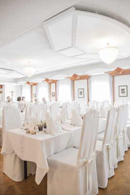 floralr wedding dinner room