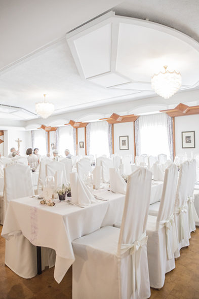 floralr wedding dinner room
